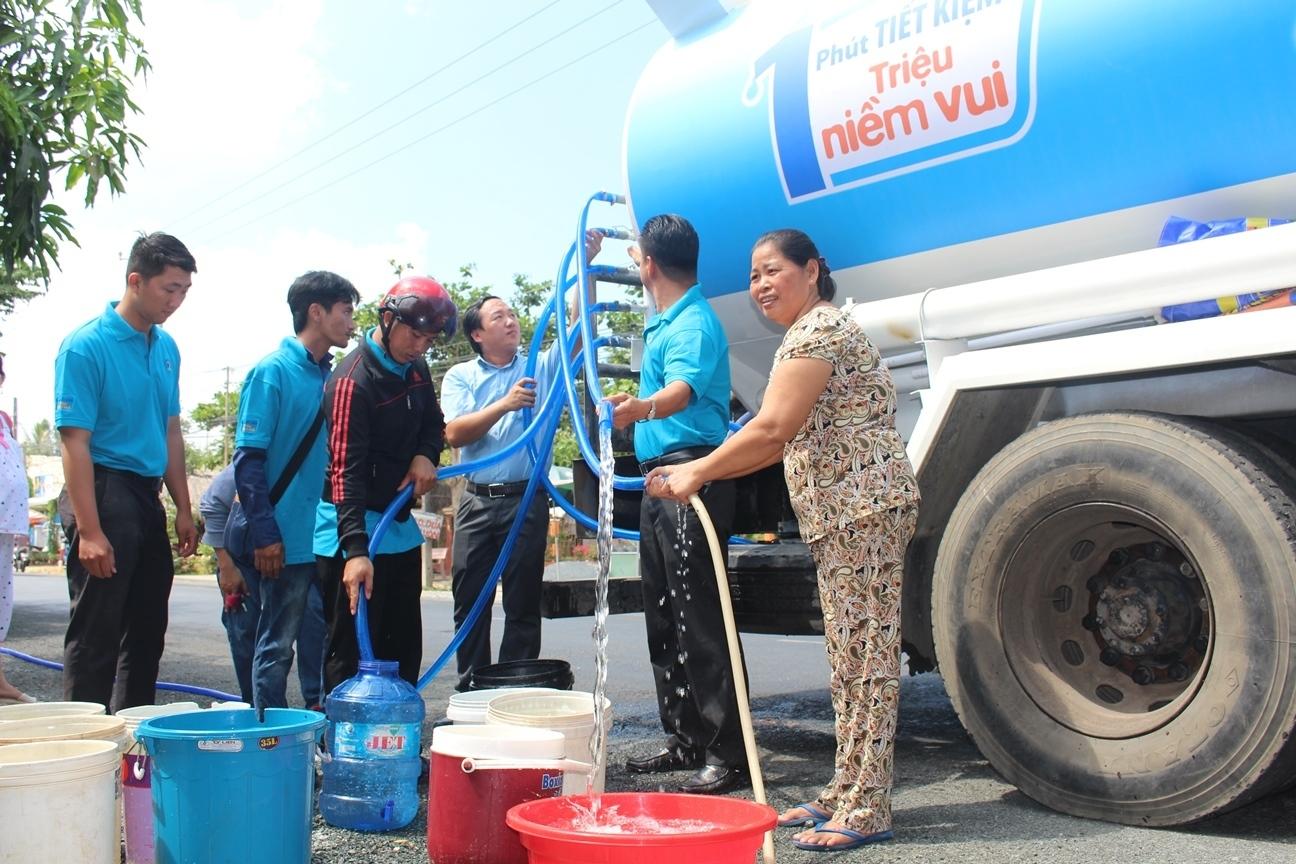 bán nước sạch bằng xe tec